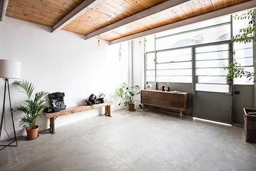בדירה של יעל סקליר ודייזי דיאמנט. צילום: הילה עידו