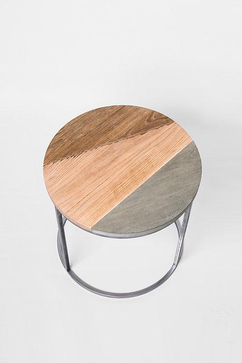 בין מסורתי לתעשייתי. שולחן של נדב כספי. צילום: איה וינד
