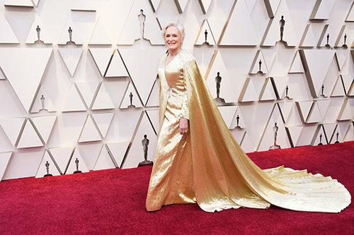 גלן קלוז לובשת קרולינה הררה. צילום: GettyImages