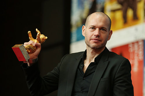 נדב לפיד ודוב הזהב בברלין, החודש (צילום: תומאס נידרמולר/Getty Images)