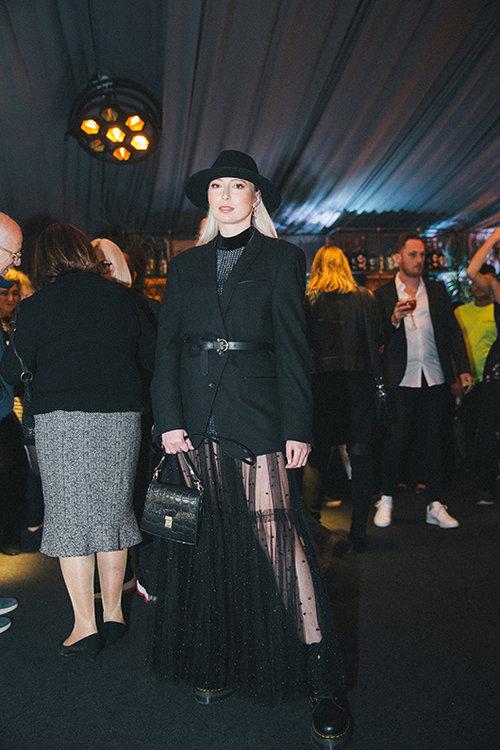 רנטה מייטיס בחצאית וטופ של pioo pioo. צילום: אור רוזנברג