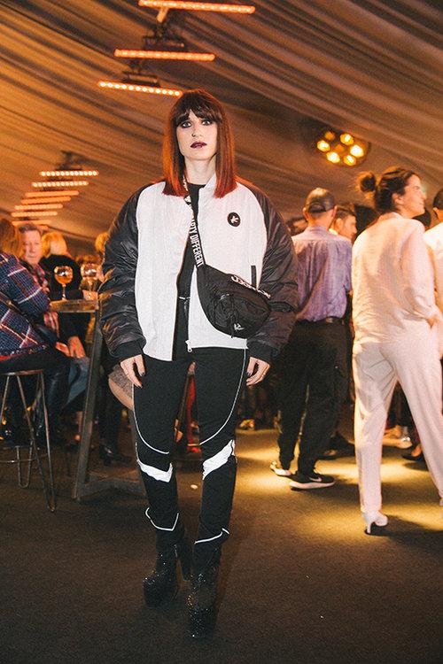 איה מלמד לובשת Kesh Limited, פאוץ' של גראונדד ונעליים של Current mood. צילום: אור רוזנברג